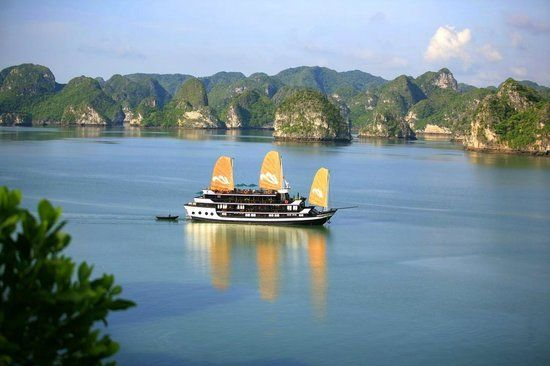 Halong Cruise Tours is the online Vietnam cruise tour company of Vietland tourism & Media., jsc. With our online resource you can book a great cruise to Halong Bay and Bai tu long Bay. We offer group travel, group cruise travel, vacation packages and cruise reservations. Your one-stop source for Bai tu long bay.