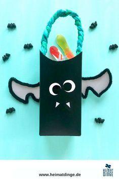 Halloween Basteln mit Kindern: Süßigkeiten Eimer aus Milchkarton