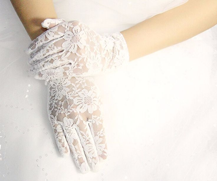 >> Click to Buy << Hot Sales Fast Shipping White / Red / Black Lace Finger Wrist Wedding Gloves 2017 Guantes De Encaje #Affiliate