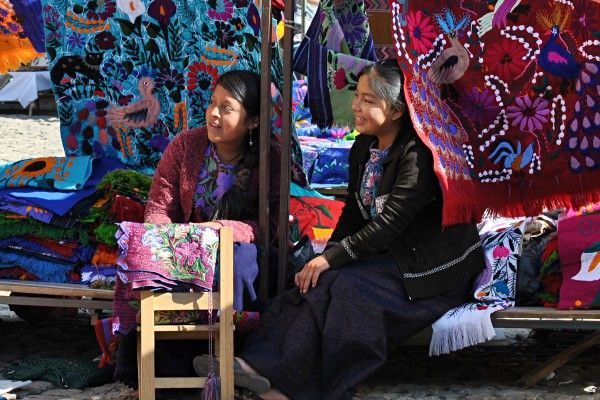 Der Markt von Chichicastenango in Guatemala ist eine tolle Möglichkeit die indigene Bevölkerung kennenzulernen und schöne Souvenirs zu kaufen. #Chichicastenango #Guatemala #erlebeFernreisen