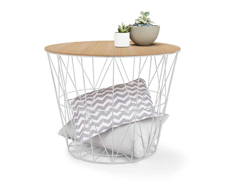 Der große Drahtkorb ist vielseitig einsetzbar und bringt auf dekorative Weise viel Stauraum mit sich. Abgedeckt mit der Holzplatte ist er als Couchtisch verwendbar.