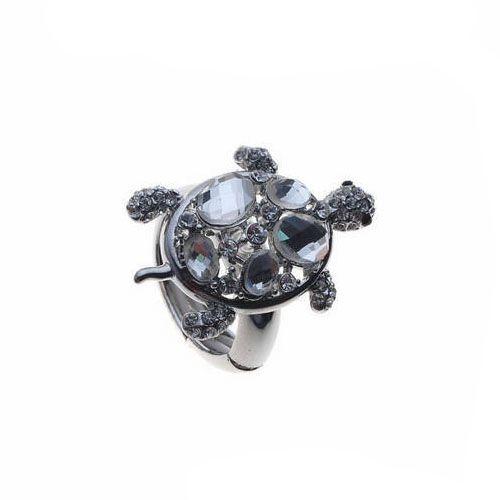 Trendy ring met schildpad.Zilverkleurig met witte steentjes.Statement Ring.Statement Ring.Doorsnede schildpad: 3,3cm op 2,3cm.1 maat, rekbaar.Vanaf maat 53 (diameter 13) tot maat 57 (diameter 17)