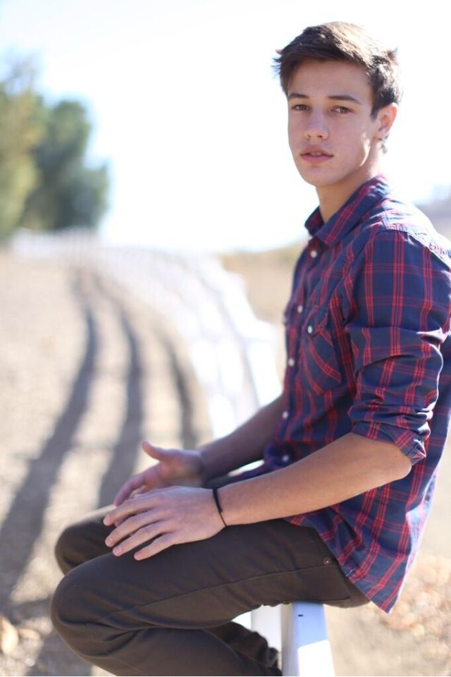Cameron Dallas (Uhm... Don't know exactly who he is.... But he's quite hot in any case...)