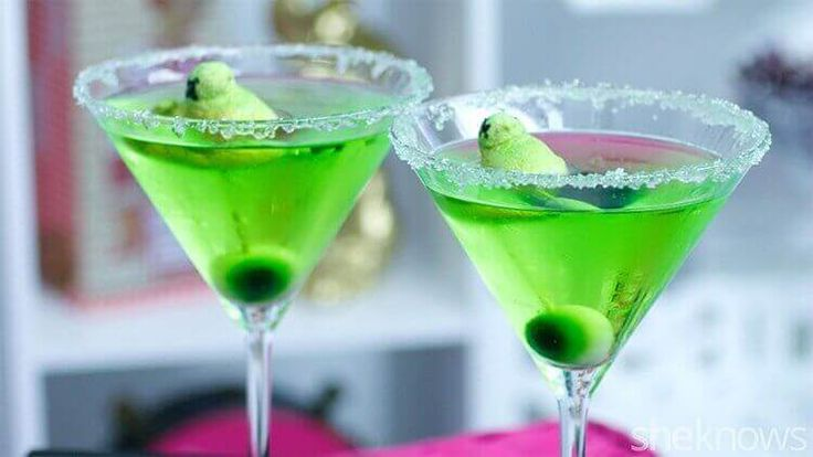 Apple Martinis are very adaptable and if you like your drink a bit sweeter, pour in equal parts of apple and lemon juice instead of the Cointreau.
