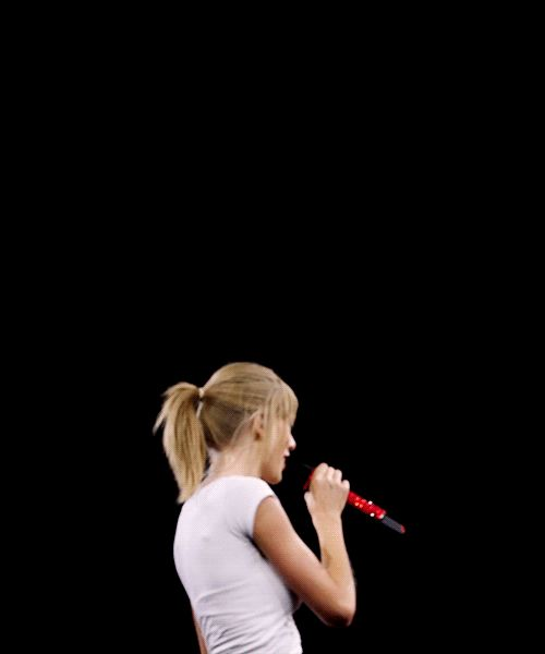 GIF OF TAY AT MY CONCERT!  ~Kristin