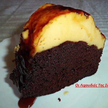 Ένα καταπληκτικό γλυκό. Υπέροχο ζουμερό κέικ κάτω και φανταστική βελούδινηκρέμ-καραμελέ με 3 υλικά επάνω. Σας παρακαλώ φτιάξτε το είναι πανεύκολο και πεντανόστιμο. Δεν περιγράφω άλλο……