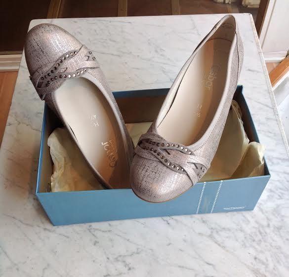 Gaborin hopean hohtoisissa avokkaissa on upea, kimaltava yksityiskohta #partyshoes #bling #gabor