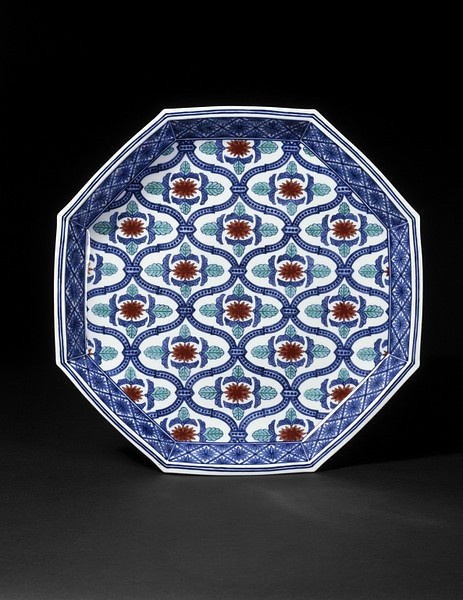 Octagonal dish made by Imaizumi Imaemon XIII, Japan. Found via collections.vam.ac.uk