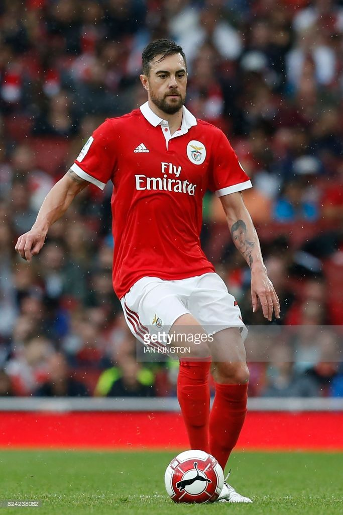 Benfica's Brazilian defender Jardel looks to pass the ball during the pre-season friendly football match between Arsenal and Benfica at The Emirates Stadium in north London on July 29, 2017, the game is one of four matches played over two days for the Emirates Cup. / AFP PHOTO / Ian KINGTON / RESTRICTED TO EDITORIAL USE. No use with unauthorized audio, video, data, fixture lists, club/league logos or 'live' services. Online in-match use limited to 75 images, no video emulation. No use in…