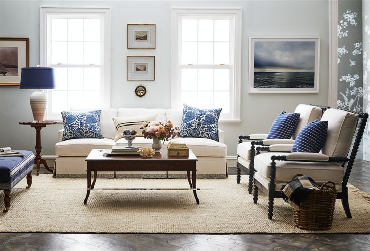 A Simple And Elegant Coastal Living Room Style With Touches Of Chinoiserie And Historical Grace