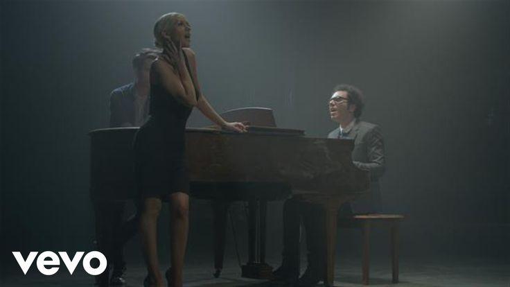 A Great Big World, Christina Aguilera - Say Something - álbum Is There Anybody Out There? -  2013 -  interpretado por el dúo A Great Big World, conformado por Ian Axel y Chad Vaccarino, lanzado el 3 de septiembre de 2013. La canción fue regrabada uniéndose al dúo la cantante de pop estadounidense Christina Aguilera después.
