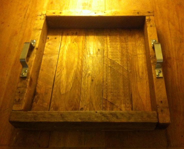 Trots op dit mooie zelfgemaakt dienblad/kaarsenplateau van pallethout