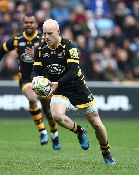 Joe Simpson Photos Photos - Joe Simpson of Wasps in action during the Aviva Premiership match between Wasps and Saracens at The Ricoh Arena on May 6, 2017 in Coventry, England. - Wasps v Saracens - Aviva Premiership
