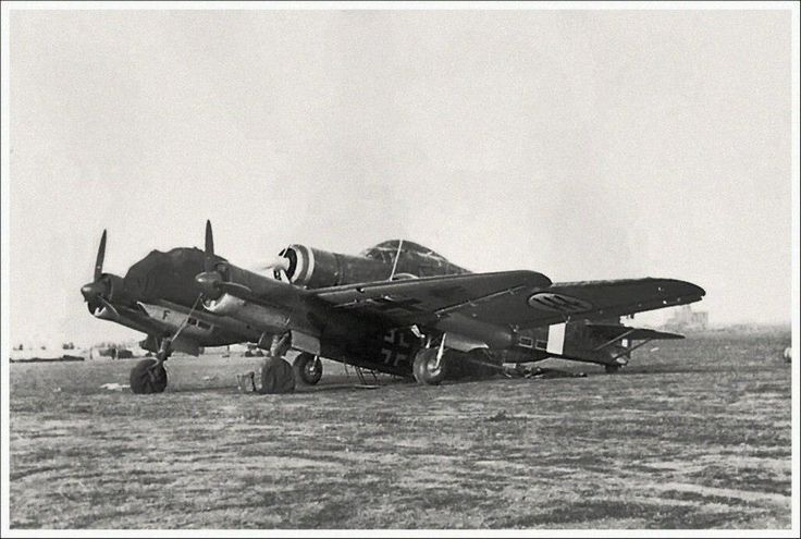 Picture on an odd accident between an Italian Savoia Marchetti S.79 and a Junkers Ju 88