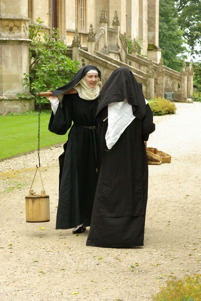 Benedictinel nuns in black woollen, girdled (only when doing jobs) habits and white woollen tunics, with black woollen veils over linen kerchief and wimple.