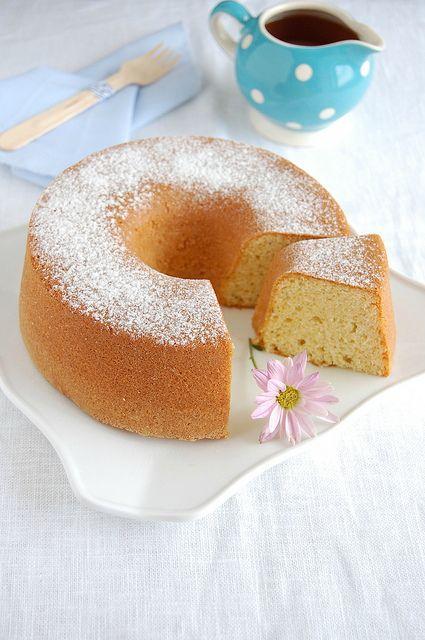 Simple Cardamom Sponge (mmm... cardamom...)