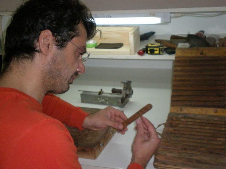 Η οικογένεια Κωνσταντινίδη στην Πέλλα προσφέρει premium πούρα αντάξια της Λατινικής Αμερικής.  Από την Αργυρώ Ντόκα