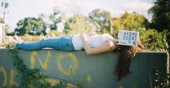 Hãy yêu một cô nàng mê đọc sách | Guu.VN