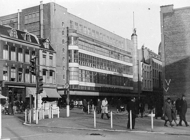 De Lange Viestraat met zicht op het warenhuis V Op de hoek rechts kwam in 1954 Hotel Smits