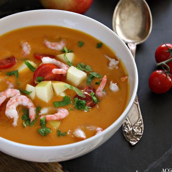 Myk, fargerik og smaksrik søtpotetsuppe med reker, eplebiter og tomater. Kokos, lime, chili og rød curry er fine thaismaker som passer…