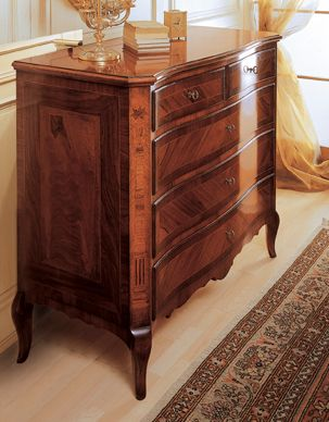 Walnut Wood, Noble Wood For Excellence, Has A Place Of Honour In The  Furniture
