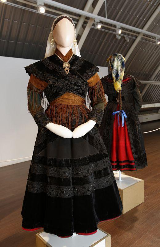 Carballo presume de espectaculares e verdadeiros traxes galegos