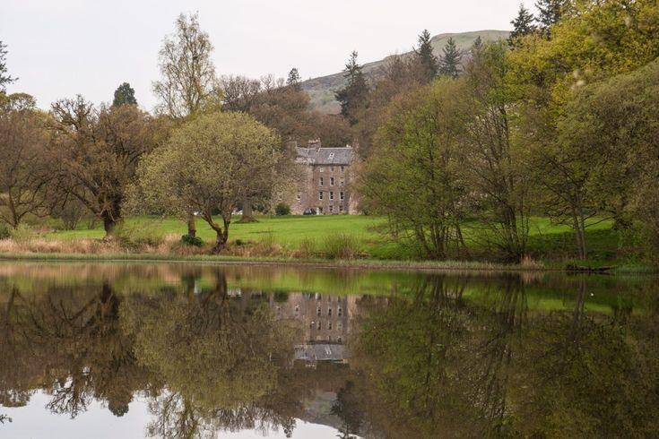 Culcreuch Castle Hotel and classic cars | Stravaiging around Scotland