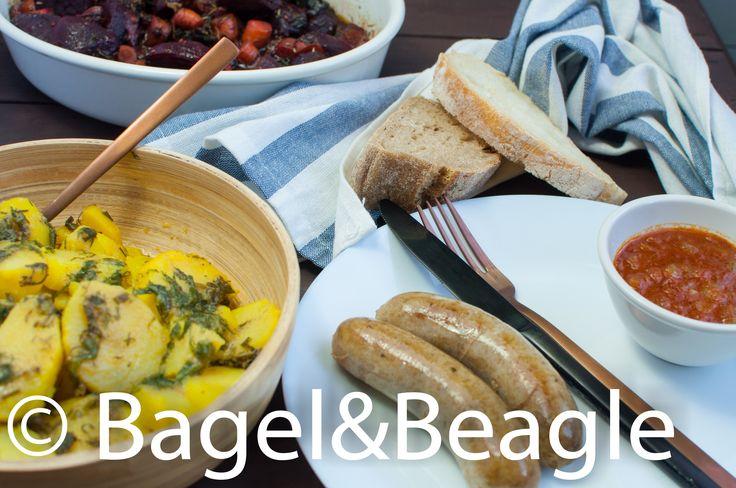 Sunday brunch curry wurst, honey roasted carrots and beetroots, potatoes with mustard sauce  Поздний завтрак в воскресенье берлинские колбаски с карри, картофель с горчинкой заправкой, запечённые морковь и свёкла