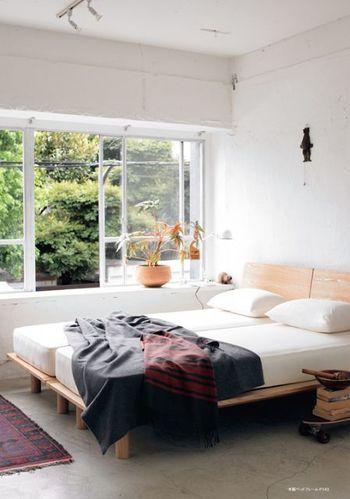 無印良品の木製のぬくもり溢れるベットなら  優しい眠りと、心地良い目覚めを演出してくれそうですね♪