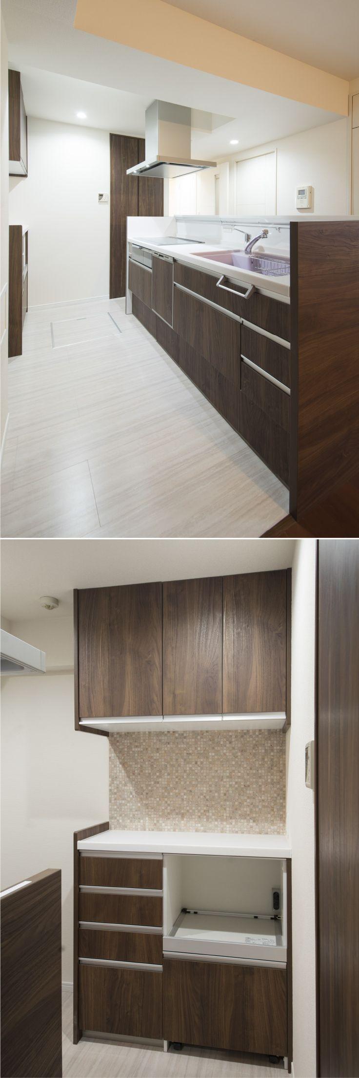 リフォームをして開放的なったキッチン。背面の大理石のタイルがシックな空間のアクセントになっています。|キッチン|リフォーム|カウンター|タイル|モダン|壁面収納|ウッド|