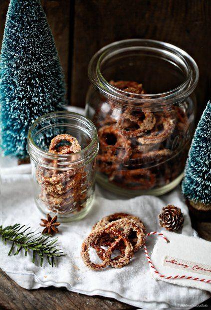 Zucker, Zimt plus Brezeln = Weihnachtliche Zuckerzimtbrezn via Zucker, Zimt & Liebe: 200g Zucker 2 TL Zimt 1 Eiweiß 250g Salzbrezeln