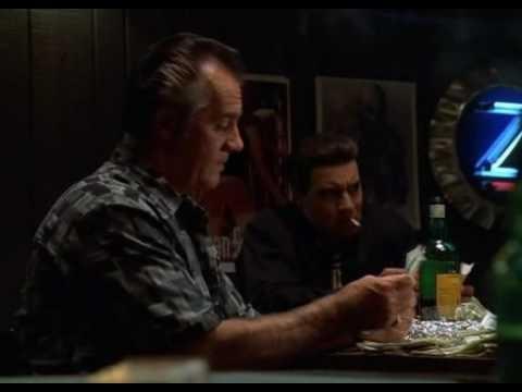 Die Sopranos. Eine Mafia Serie mit genialen Dialogen in sechs Staffeln.