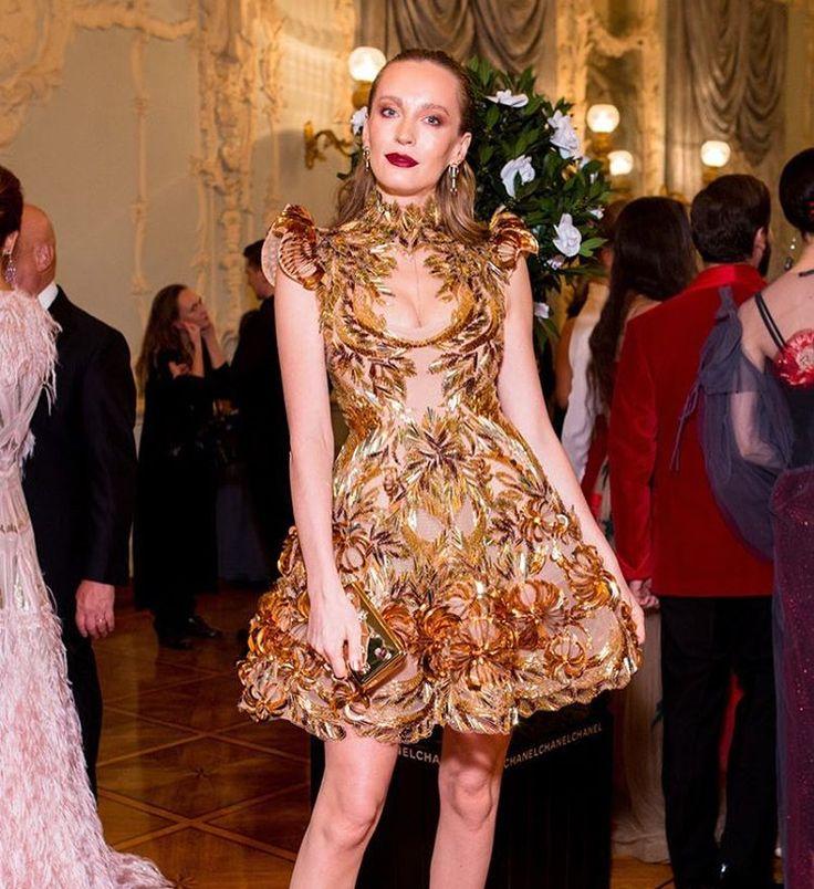 @tetyamotya выбрала золотое платье с вышивкой #valentinyudashkin для #tatlerball2016 @tatler_russia X @tetyamotya chose to wear a gorgeous #valentinyudashkin couture dress for the #tatlerball2016