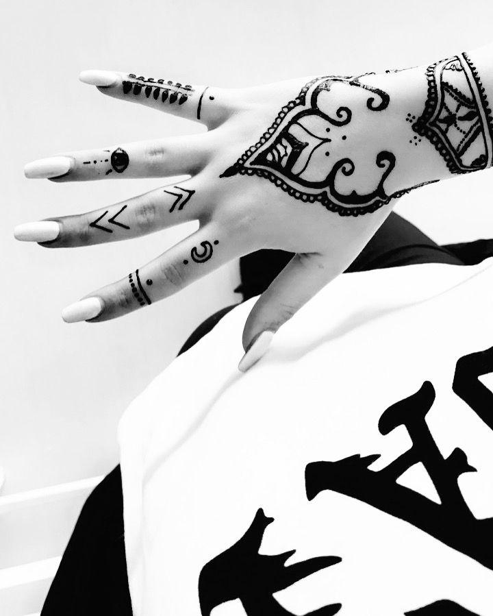 Henna design @hands_on_fleek_