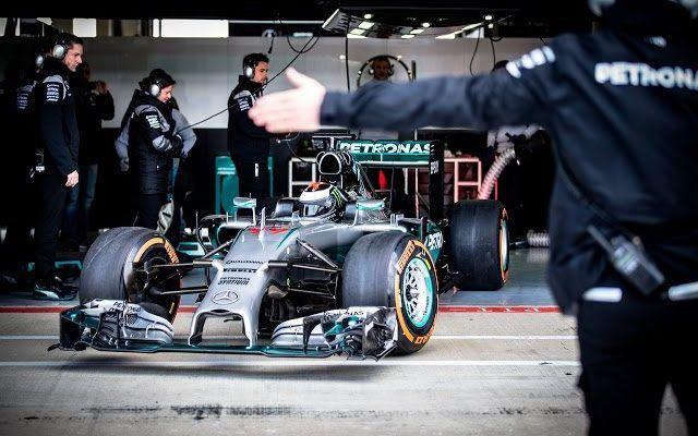 Lorenzova vožnja Mercedesovog bolida F1 (VIDEO)