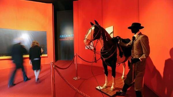 """""""El gaucho, tradición, arte y fe"""" inaugurada ayer hasta mediados de junio como un homenaje al flamante Papa Francisco. (Victor Sokolowicz)"""