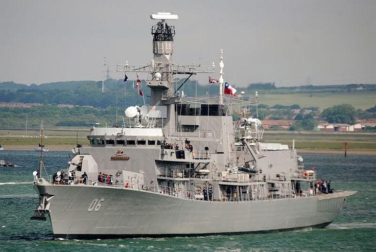 """FF-06 """"Almirante Condell""""  La FF 06 """"Almirante Condell"""" es el cuarto buque en la institución que lleva el nombre del Vicealmirante Carlos Condell de la Haza. Fue construida en los astilleros Swan Hunter del Reino Unido, sirviendo a la Real Armada Británica hasta el año 2005. Se integra a la lista naval de la Armada de Chile en el puerto inglés de Portsmouth el 28 de mayo del 2008."""