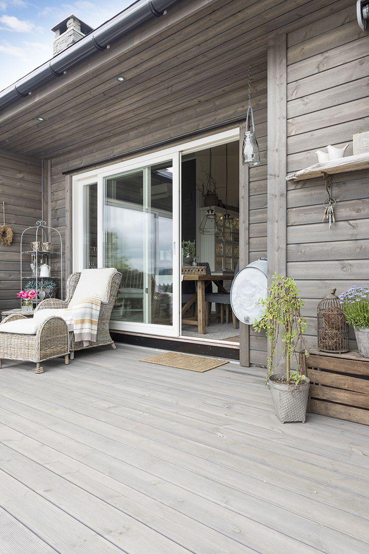 Lunt med kledning og terrasse i grå MøreRoyal®