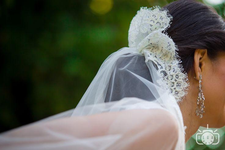 Voalul, la fel ca si celelalte accesorii ale miresei isi are rolul lui in tinuta de basm a miresei. Apeleaza la noi cu incredere pentru a fi sigura ca nu vom uita de nici un detaliu din ziua ta speciala: http://www.degalfoto.ro #degalfoto, #fotografnunta, #nuntasieveniment