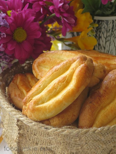 Καλό Πάσχα με τα βουτυράτα Σμυρνέικα κουλούρια της Εύης Βουτσινά – Food Junkie not junk food
