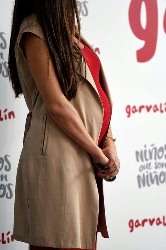 """Sara Carbonero, embarazada de 7 meses su segundo hijo (junto a Ikr Casillas), madrina de Garvalín, en su proyecto """"Niños que son niños""""."""