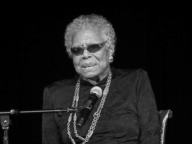 Maya Angelou (1928-2014) war eine US-amerikanische Autorin, Professorin und eine der wichtigsten Personen der afroamerikanischen Bürgerrechtsbewegung. Im Alter von acht Jahren wurde sie vom Freund ihrer Mutter vergewaltigt. Der drohte damit, ihren Bruder zu erschlagen, wenn sie jemanden davon erzähle. Doch sie erzählte es jenem Bruder, und nur ihm. Der Bruder ging zur Polizei. Der