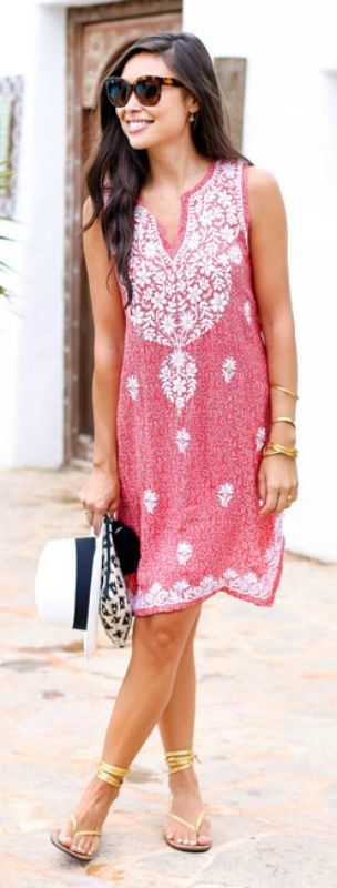 Try mixing a patterned pink dress with a pair of gold sandals for a cute bohemian look. Via Kat Tanita Dress: Aurobelle, Clutch: Mango, Sandals: Capri