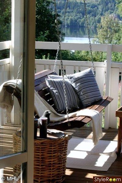 gunga,amerikansk hänggunga,utsikt balkong,sommarhus,sommar,trädgård,balkong,uteplats