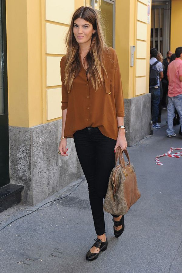 brown blouse + black skinnies + cut-out oxfords