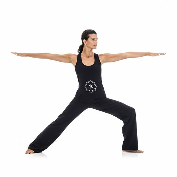 YOGA ESSENTIAL OUTFIT Completo yoga composto da Pantaloni e Canotta. Questo outfit comodo e funzionale, con un'esclusiva serigrafia OM, è stato pensato per lo yoga e la danza. Consente di eseguire i movimenti  in maniera fluida e non interferisce con l'esecuzione di una pratica anche molto dinamica e delle posizioni più avanzate (#asana) #YogaEssential #WearEssential #yoga #Moda