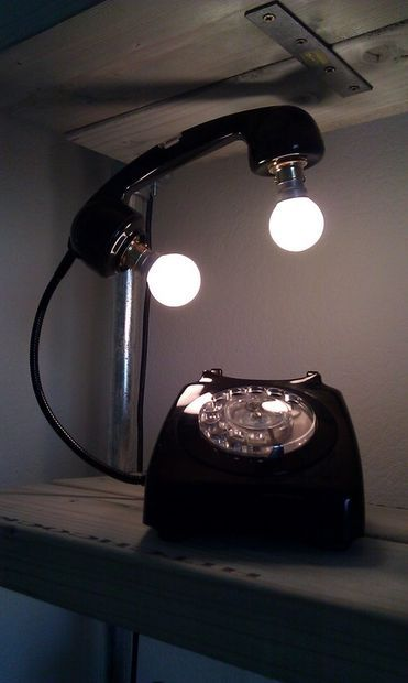 Inspiration pour le makerspace de Lille #Luminaire Vintage Telephone made into a lamp