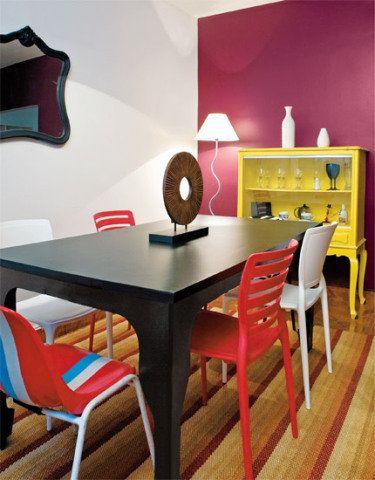 Tintas - as paredes receberam cores da Lukscolor. Um galão de 3,6 litros de Luksclean Branco e duas latinhas (810 ml) de Luksseda LKS7 Istambul, na Tintas Líder. Cadeiras de plástico - produzidas pela Tramontina, são duas peças de costas com ripas e outras duas lisas. Cadeiras de bar - Vanessa aproveitou duas peças que eram do prédio onde morava. Usou esmalte acetinado à base de água LKS2059 e conquistou um exclusivo par de cadeiras.