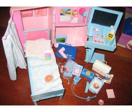 Barbie Doctor S Office Set When You Folded The Case Up