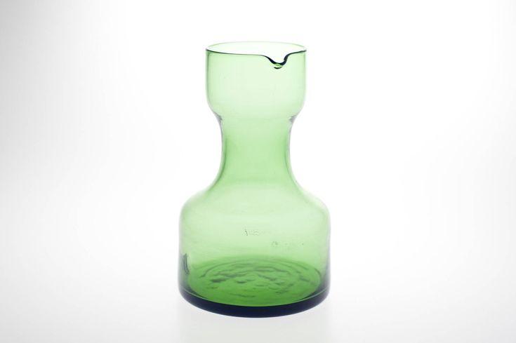 Blij om mijn nieuwste toevoeging aan mijn #etsy shop te kunnen delen: Iittala Scandinavian Green Art Glass Decanter